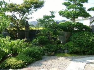 「玄関前を竹垣(みす垣)で目隠しした庭空間」福田邸 リフォーム前