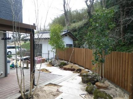 高橋の杜「四季を通して楽しむ庭空間」板石施工