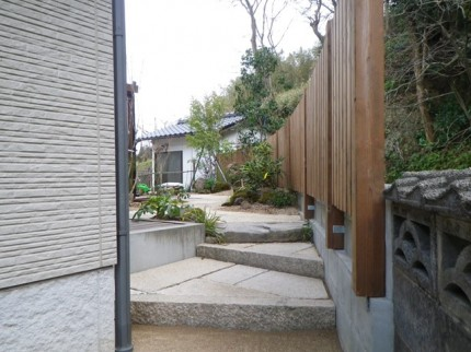 高橋の杜「四季を通して楽しむ庭空間」御影階段施工
