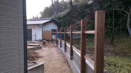 高橋の杜「四季を通して楽しむ庭空間」板塀施工中