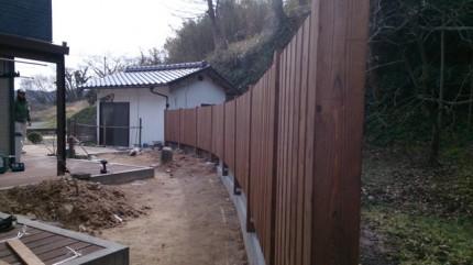 高橋の杜「四季を通して楽しむ庭空間」板塀完成