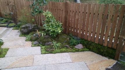 高橋の杜「四季を通して楽しむ庭空間」苔貼り付け