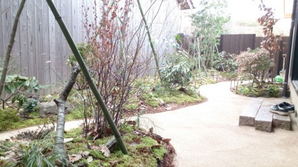 大澤の杜「四季を感じられる庭空間」真砂土舗装完成