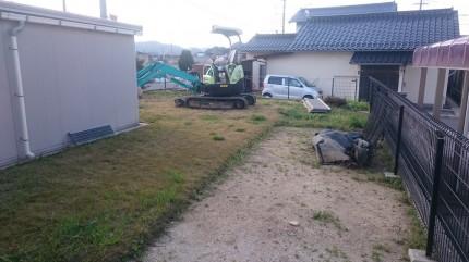 まずはご主人が芝管理の大変さを痛感した芝エリアの工事開始