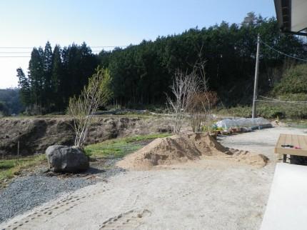 岩根の杜「心落ち着く庭空間」マウンド形成