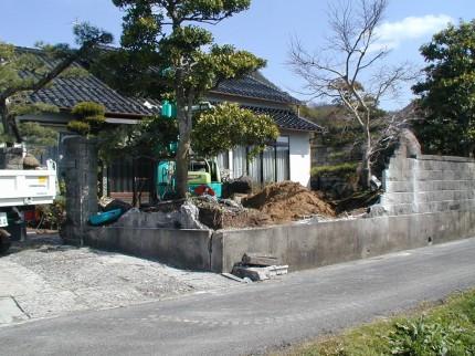 福田邸 玄関前目隠し竹垣(みす垣)工事 ブロック塀を取り除き工事