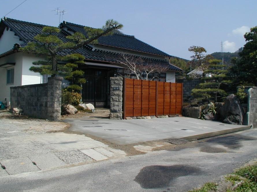 「玄関前を竹垣(みす垣)で目隠しした庭空間」福田邸 施工後